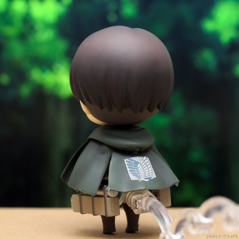 Nendoroid Levi - Back with cloak and maneuver gear