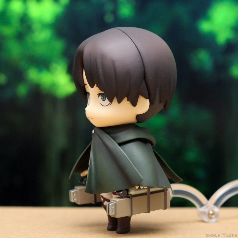 Nendoroid Levi - Side with cloak and maneuver gear