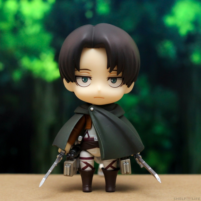 Nendoroid Levi - Front with cloak and maneuver gear
